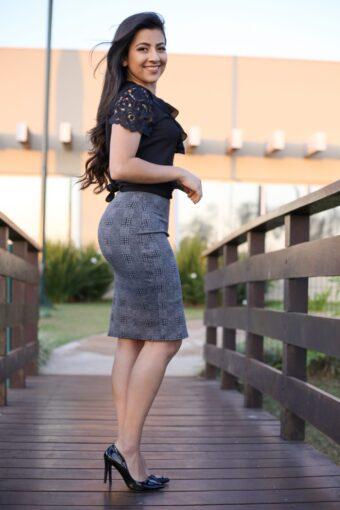 Saia secretária - vista lateral - Áquila Tauheny - Moda Evangélica