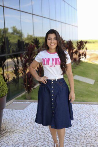 Saia Jeans Godê e T-shirt New York em Áquila Tauheny Store | Moda Evangélica