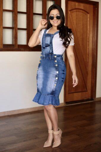 Jardineira Jeans com Botões em Áquila Tauheny Store | Moda Evangélica