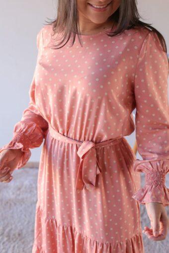Vestido Midi Poá Coral em Áquila Tauheny Store | Moda Evangélica
