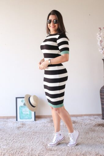 Vestido Tricot Listrado Preto em Áquila Tauheny Store | Moda Evangélica
