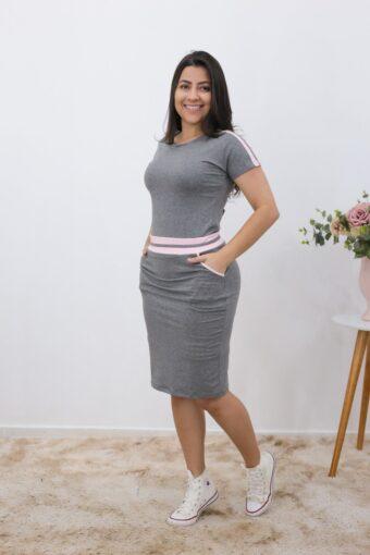Vestido Comfy Malha Cinza com Rosa em Áquila Tauheny Store | Moda Evangélica